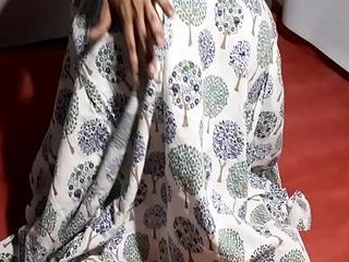 desi Indian teen Aishwarya'_s virgin pussy
