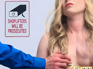 Hot blondie with a pretty face gets a D