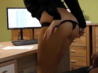 LOAN4K. Hermosa chica acepta sexo por dinero en efectivo para comprar un veh&iacute_culo
