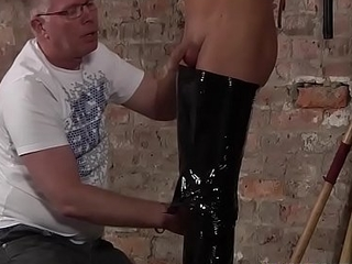 Mature dom gets twinks cock inside of his mouth and licks
