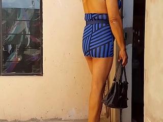 Posando linda y muy femenina,  para mi cliente que espera en la camita del antro...Soy pasiva de closet de Ica, potoncita y muy complaciente...